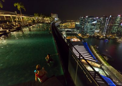Blick vom CeLaVie auf den Infinity Pool, Marina Bay Sands, Singa