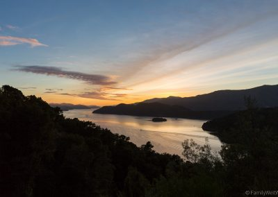 Sonnenaufgang in den Marlborough Sounds, Neuseeland