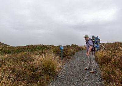Start zum Red Crater des höchsten Punkt des Tongariro Alpine Crossing, Tongariro NP, Neuseeland