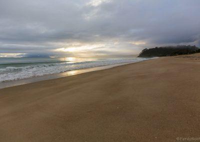 Nach Sonnenaufgang am Whangapoua Beach, Coromandel, Neuseeland