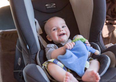 Tim im Kindersitz wird bespaßt bei der Fahrt, West-Australien