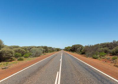 Endlose Straßen auf dem Goldfields Highway in den Norden, West-Australien