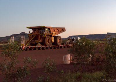 Minen-Lastwagen am Auski Roadhouse, West-Australien